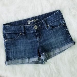 GUESS STRETCH JEAN SHORTS SIZE 26